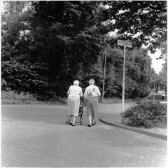 Bijna thuis in Brabantpark / analoge dokaprint (site = scan dokaprint)