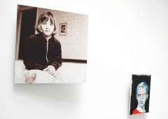 Expo with Marie Verdurmen (paintings & drawings) and photos (Marie-Thérèse Willemsen) in gallery Conscience20 Antwerp-Belgium 20-27 Okt. 2019. Photo left: analogue portrait (6x6 negative).
